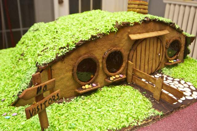 gingerbread-house-man-made-12