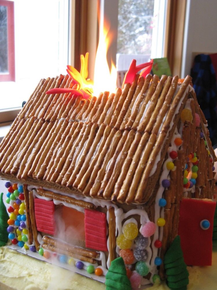 gingerbread-house-man-made-9